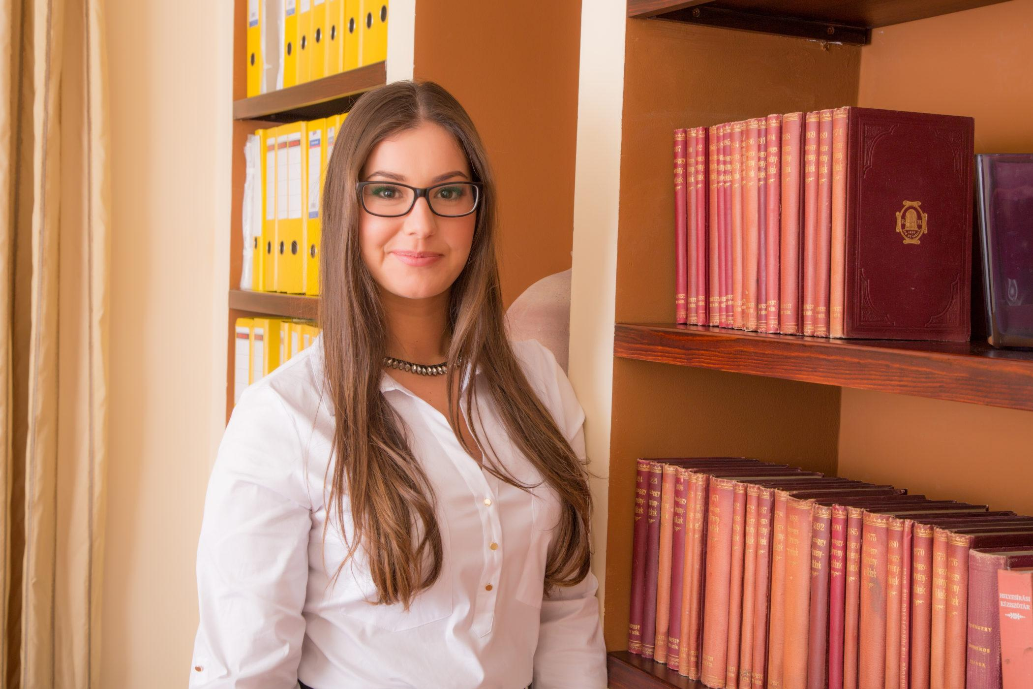 Bajczik Boglárka - irodavezető asszisztens